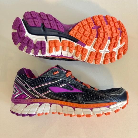 Brooks NWOB Adrenaline GTS 15 Womens Running Shoe